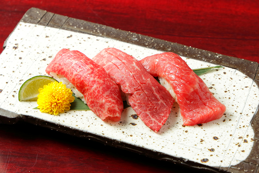 The course you can compare the taste of three types of beef sushi